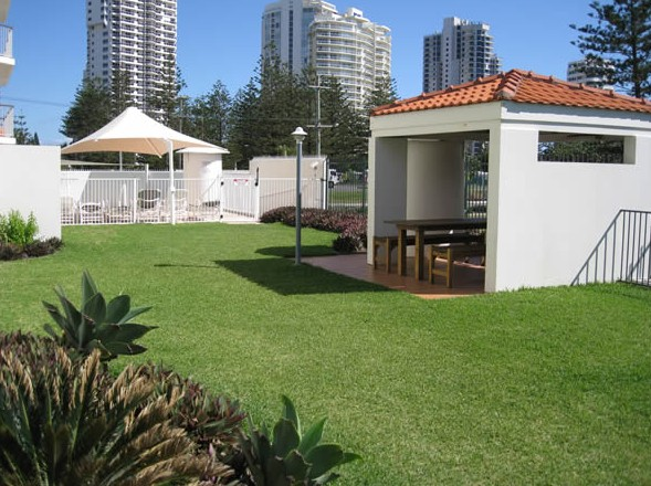 Golden Sands Holiday Apartments - Accommodation Australia