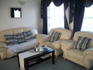 Beachside Apartment - Hove - Accommodation Australia