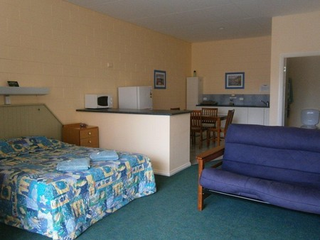 Penguin Holiday Apartments - Accommodation Australia