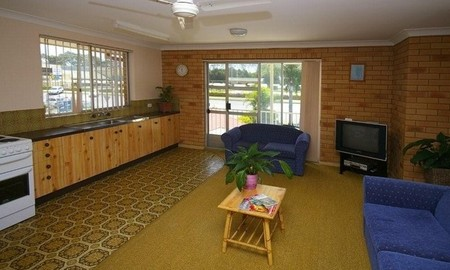 Beachlander Holiday Apartments - Accommodation Australia
