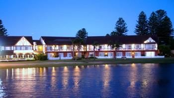 Clan Lakeside Lodge Terrigal - Accommodation Australia