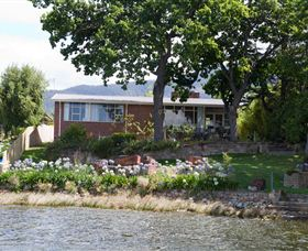 Waterside Accommodation - Derwent Hideaway