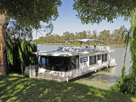 Boats and Bedzzz - The Murray Dream self-contained moored Houseboat - Accommodation Australia