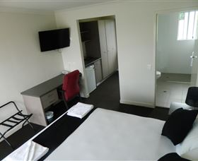 Dooleys Tavern and Motel Springsure - Accommodation Australia