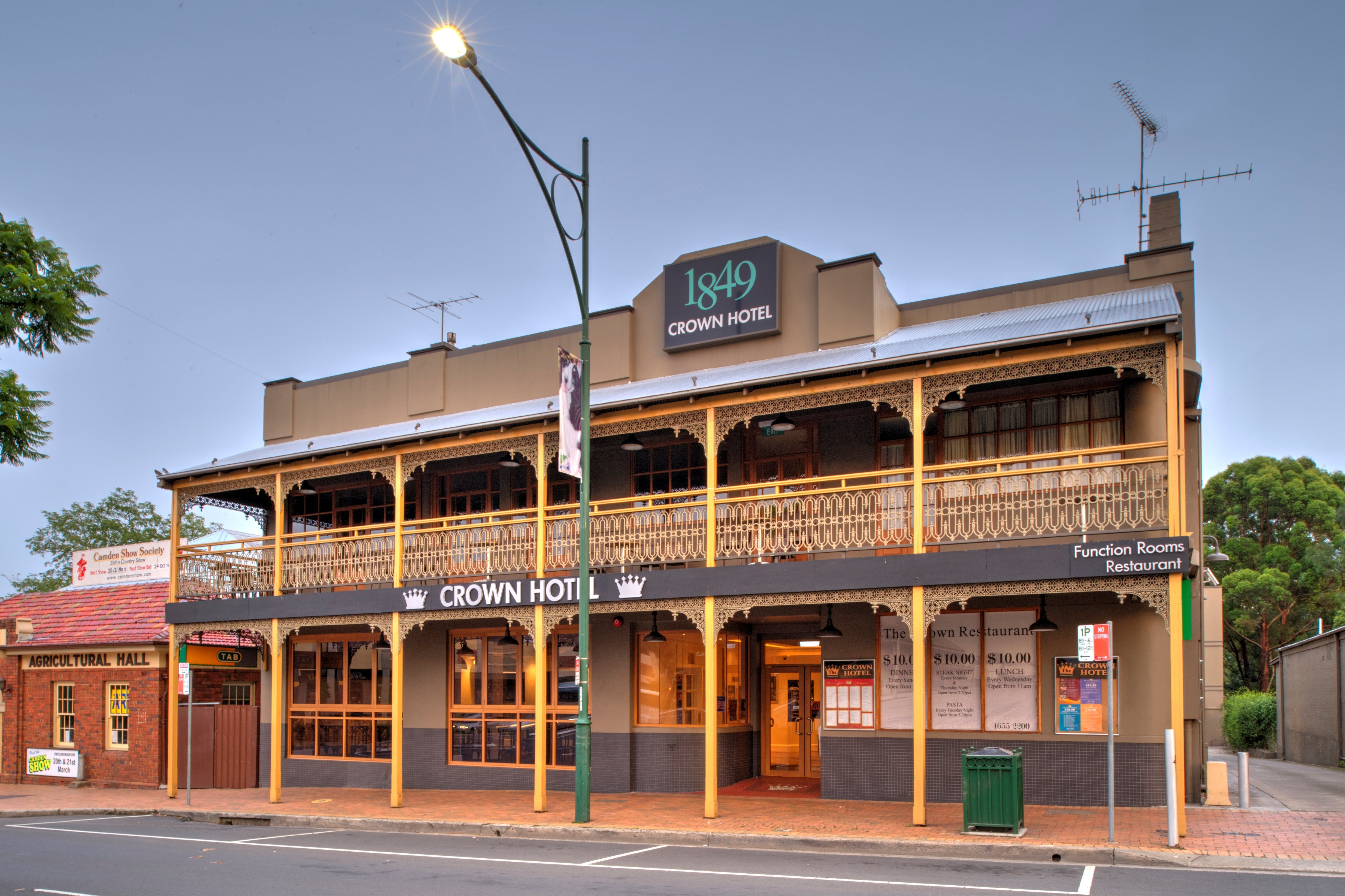 The Crown Hotel Motel - Accommodation Australia