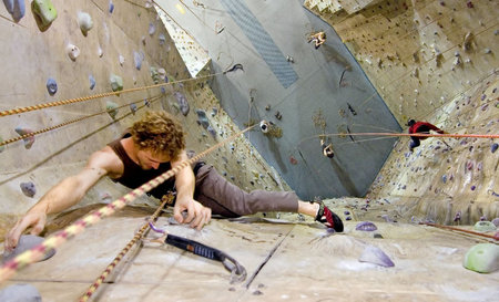 Cliffhanger Climbing Gym - Accommodation Australia