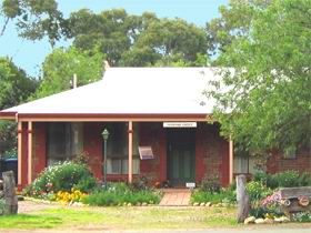 Stacey Studio Gallery  Almond Grove BB - Accommodation Australia
