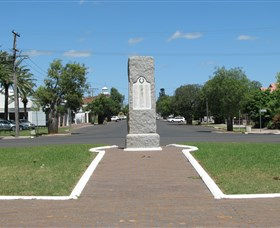 War Memorial and Heroes Avenue - Accommodation Australia