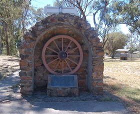 Jindera Pioneer Cairn - Accommodation Australia