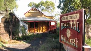 Lightning Ridge Heritage Cottage - Accommodation Australia