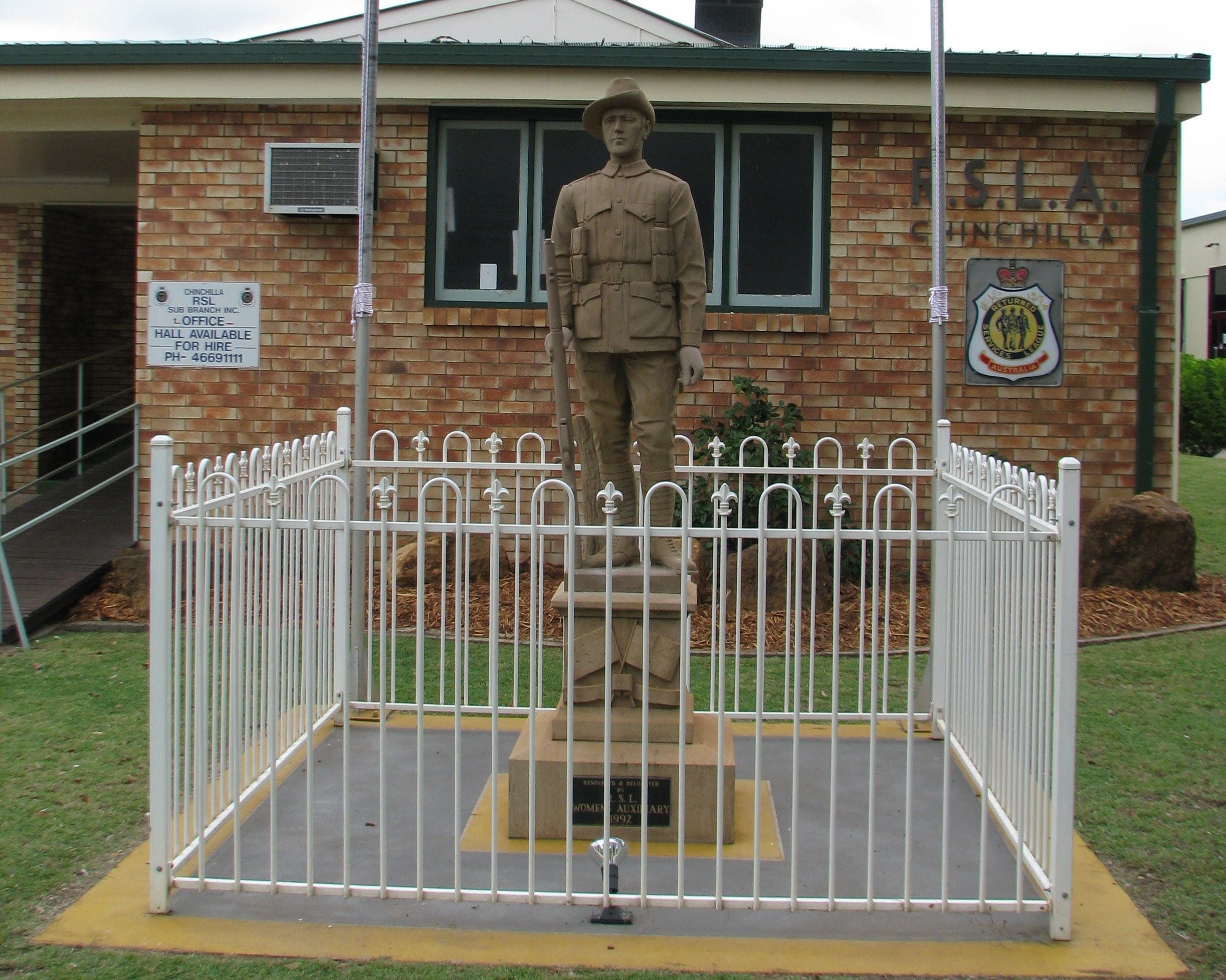 Soldier Statue Memorial Chinchilla - Accommodation Australia