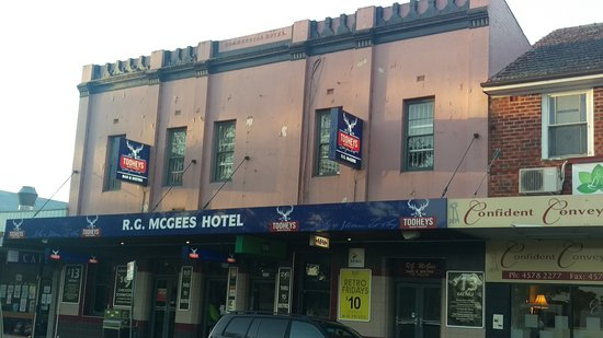 R. G. McGees Hotel - Accommodation Australia