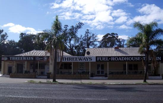 Threeways Roadhouse  Tavern - Accommodation Australia