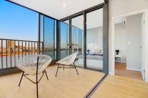 Brand New 3 Bedrooms Apt with Waterfront View - Accommodation Australia