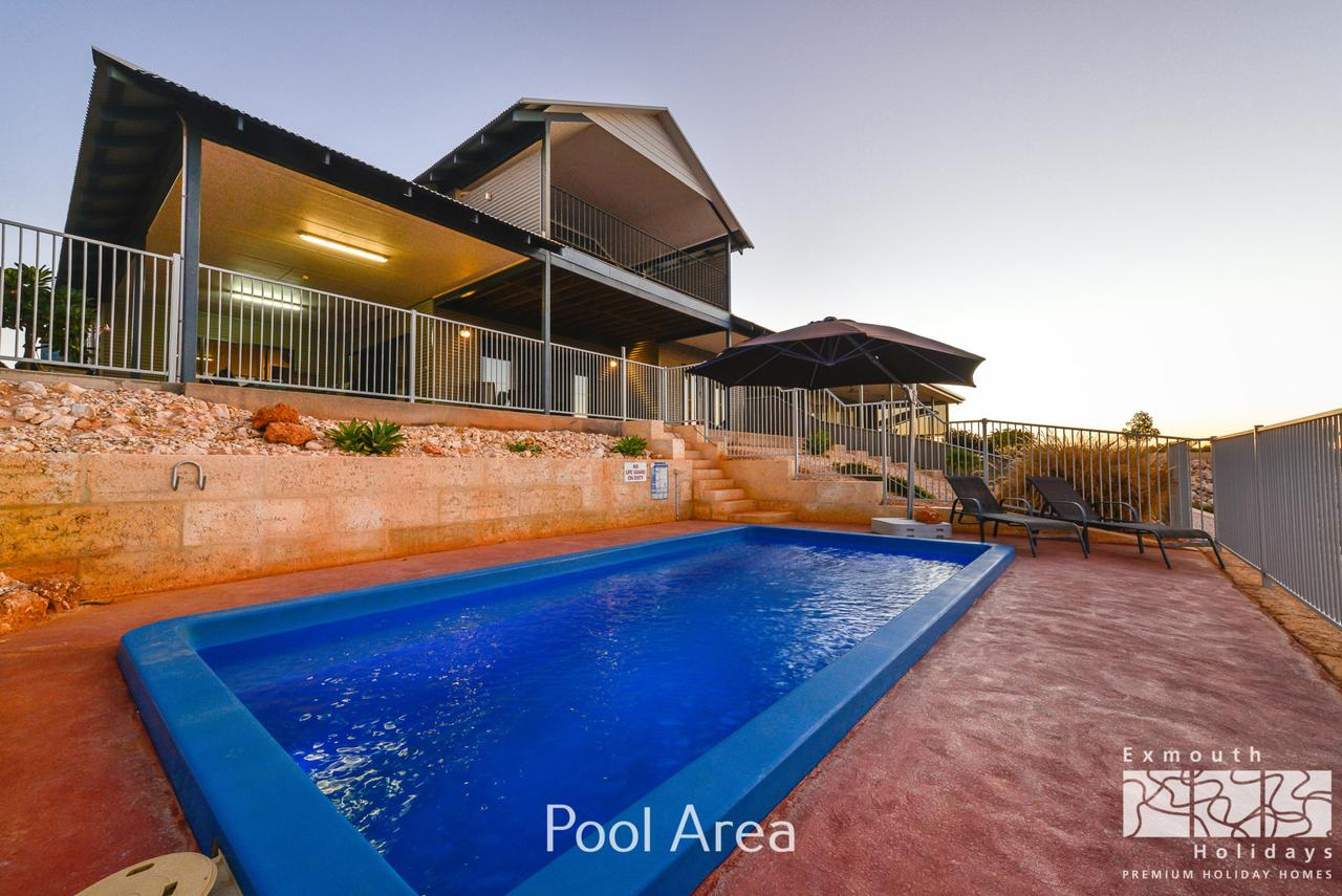 3 Kestrel Place - PRIVATE JETTY  POOL - Accommodation Australia
