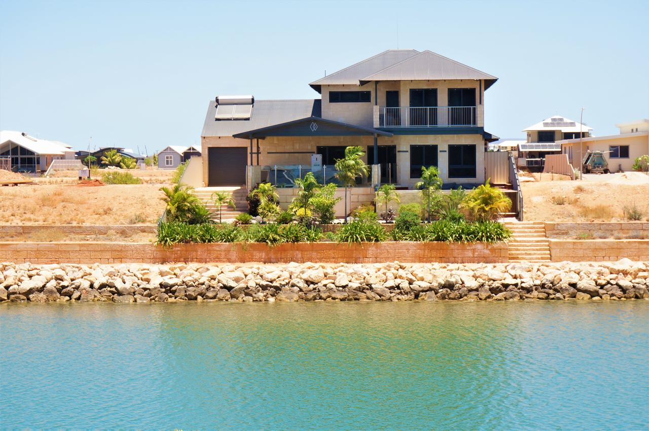 27 Corella Court - Exquisite Marina Home With a Pool and Wi-Fi - Accommodation Australia