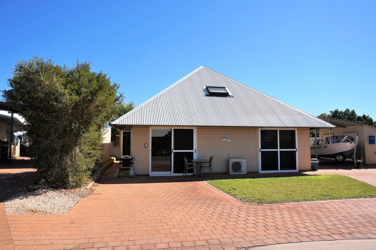 Osprey Holiday Village Unit 103/1 Bed - Perfect short stay apartment with King size bed - Accommodation Australia