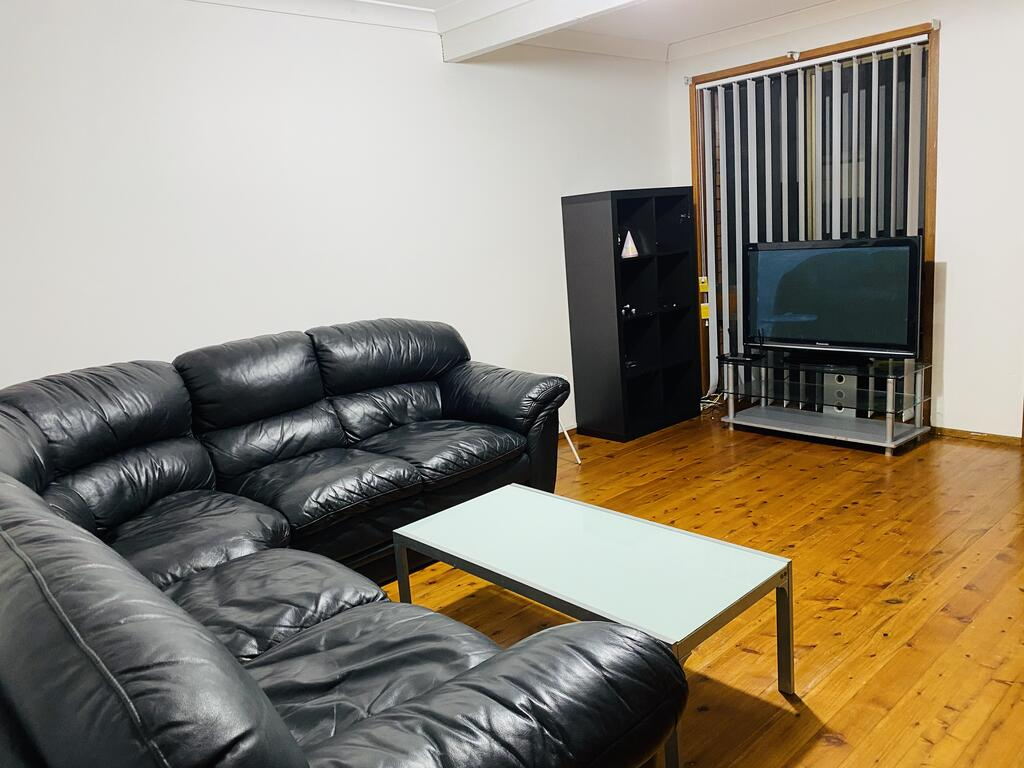 Spacious Townhouse In Wollongong - Accommodation Australia
