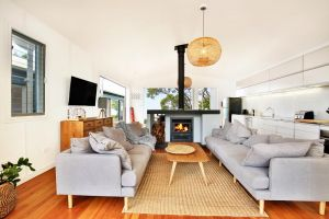 Ayana Beach House - Pet Friendly - Opposite Beach - Accommodation Australia