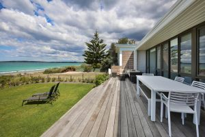 Azure Absolute Beachfront - Pet Friendly - Accommodation Australia